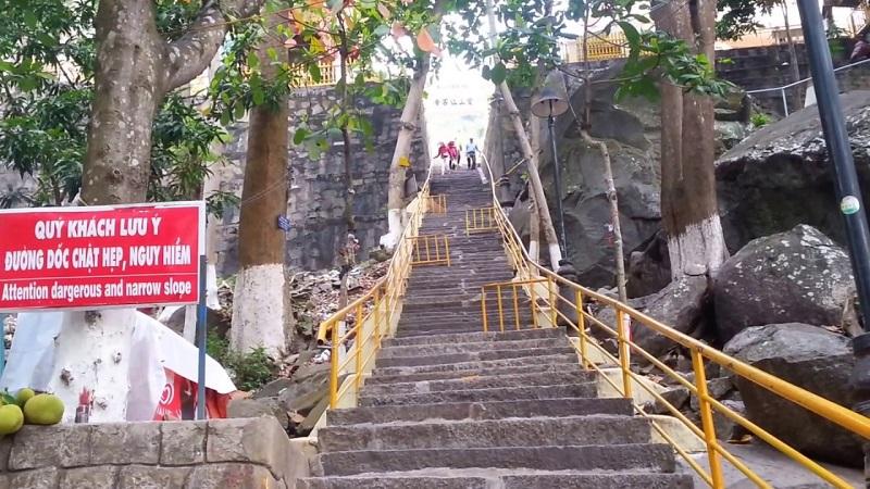 Những cung đường đầu tiên di chuyển qua đường chùa.