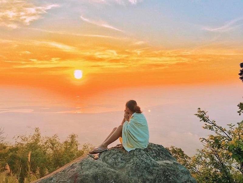 Toàn cảnh trên đỉnh núi Bà Đen