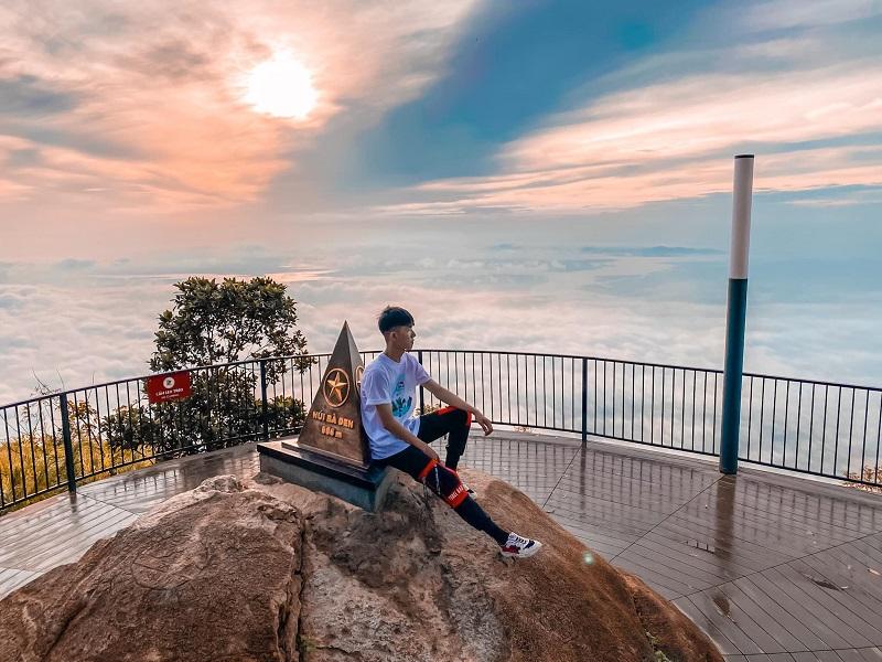 Núi Bà Đen Tây Ninh nằm ở độ cao trên 900m