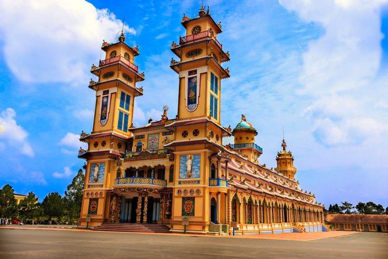 Thời điểm thích hợp du lịch Tòa Thánh Tây Ninh vào  mùng 9 tháng giêng âm lịch hoặc rằm tháng 8.